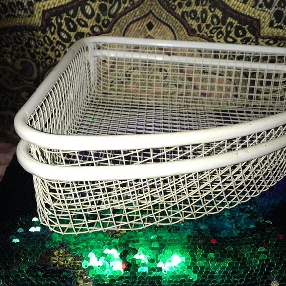 x2BASKETS(Corner white metal mesh STORAGE BASKETS)